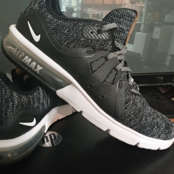 Nike Shoes - Womens nike air max